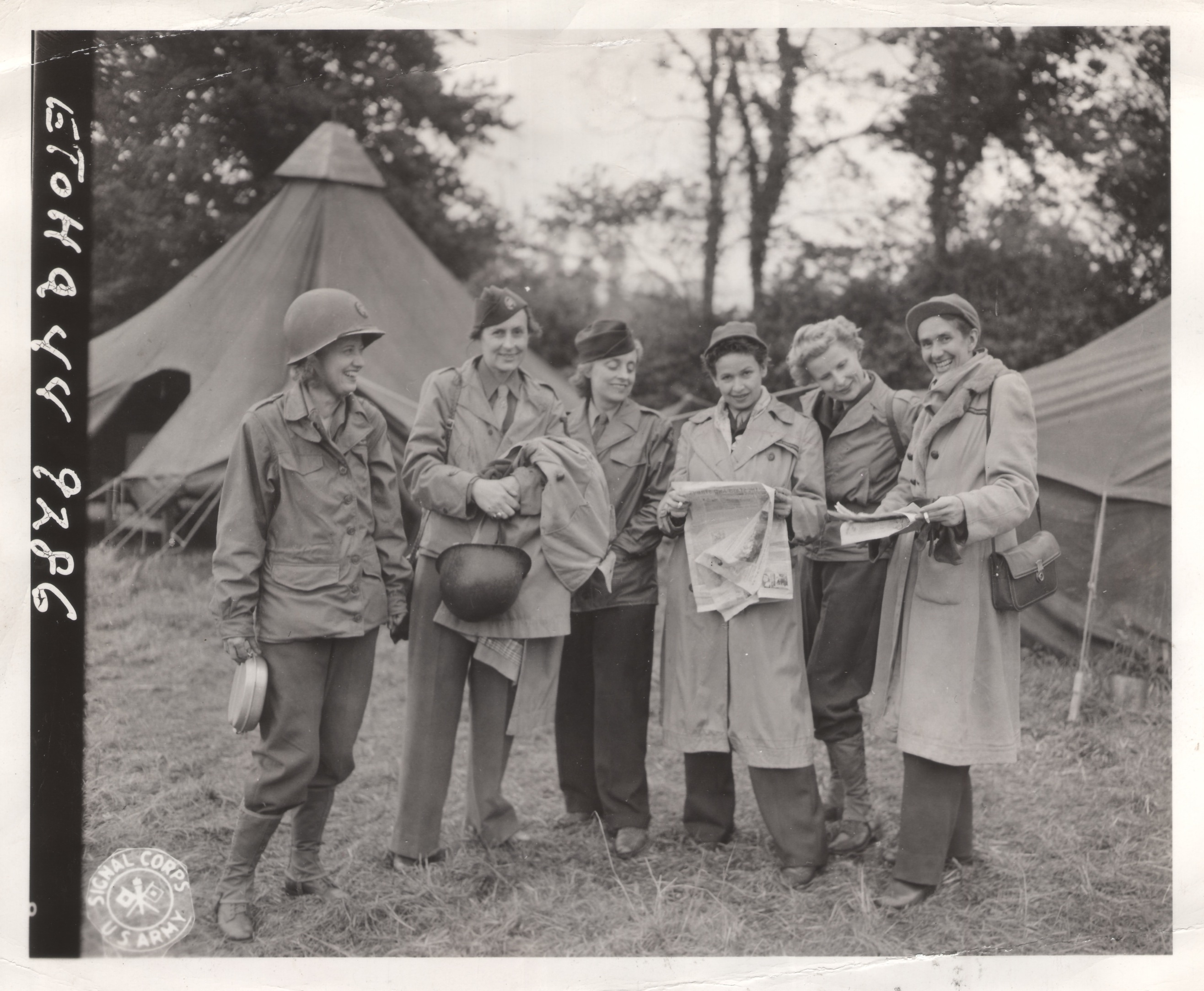 ruth-cowan-far-left-and-other-wwii-women-reporters